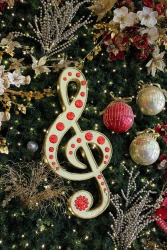 Christmas-background-treble-clef314802_1280-PubDom