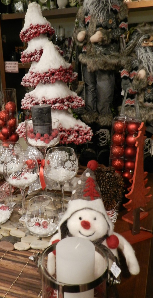 Plush Holiday Decor Dining